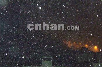 强雷暴龙卷风下冰雹 武汉遇22年罕见天气