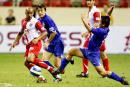 图文:上海国际足球锦标赛 王珂阻截对方进攻
