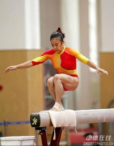 图文:女队奥运测试赛 李娅在比赛中