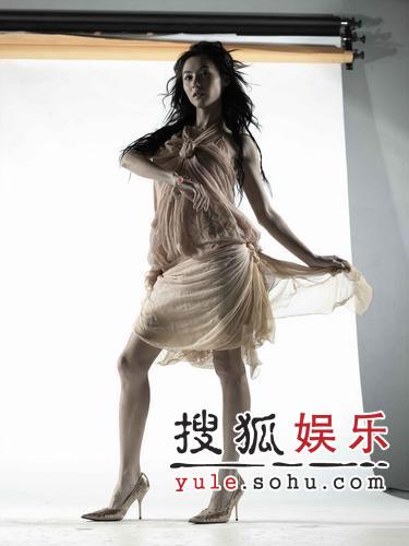 《第601个电话》海报 张柏芝纱裙飞舞(组图)