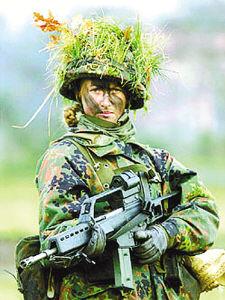 德军一线部队对女兵解禁 能够激发男兵战斗力图片