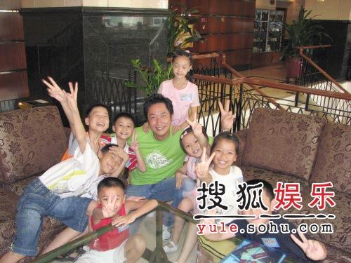 马浚伟任儿童节大使 照顾八小孩频呼辛苦(图)