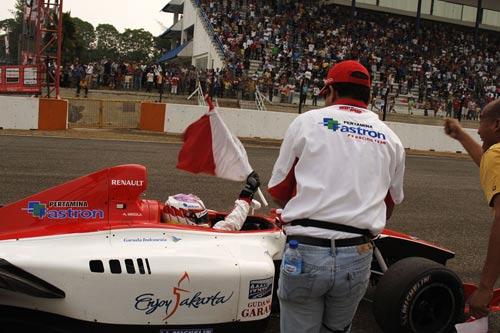 亚洲雷诺V6方程式比赛赛程过半 积分榜形势紧张