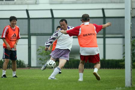 国足教练一队小胜记者二队 董华被评为当场黑哨