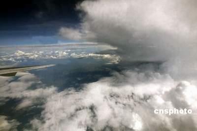 浙江台州明显感受到台风阵势 讲话时非常吃力