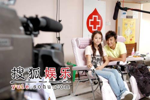 方力申邓丽欣情侣档捐血 甜蜜回忆第一次(图)