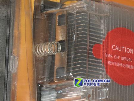 技嘉Classic M2散热器独特的扣具设计