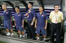 图文:亚洲杯预选赛中国VS新加坡 对方教练组