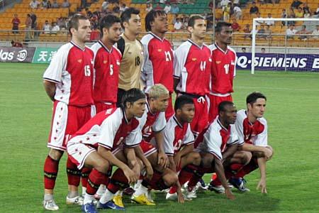 图文:亚洲杯预选赛中国VS新加坡 新队首发阵容