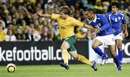 图文:澳大利亚2:0科威特 格里菲斯带球突破