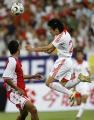 图文:亚洲杯中国1-0新加坡 李金羽争顶头球