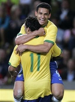 图文:友谊赛巴西1-1平挪威 巴西队庆祝进球