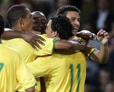 图文:友谊赛巴西1-1平挪威 巴西队员庆祝进球