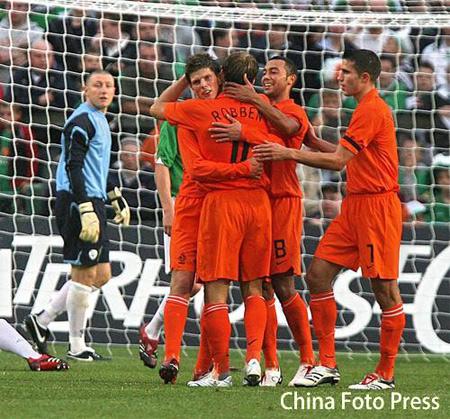 热身赛-亨特拉尔梅开二度 荷兰四球大胜爱尔兰