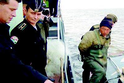 俄两国有争议的岛屿附近向一艘日本渔船开枪射击,据称一名日本船员被