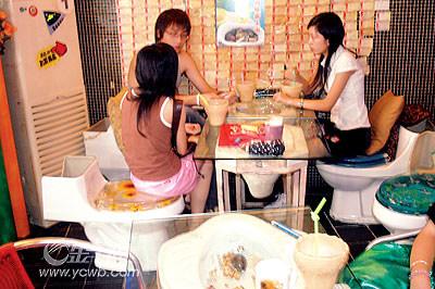 """深圳""""马桶餐厅""""盛行 被称为虚无主义畸形消费"""