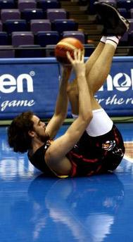 世锦赛图:西班牙男篮训练 加索尔牵拉韧带