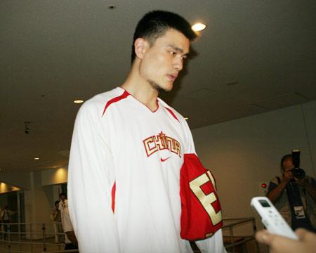 世锦赛图:中国男篮18日训练 姚明接受采访