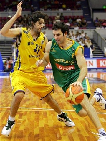 世锦赛图:澳大利亚83-77胜巴西 麦基宁突破