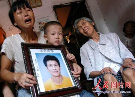 江西丰城煤矿事故5人遇难 停产1天工人又下井(图)