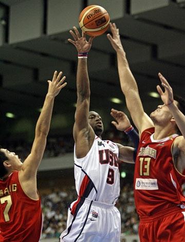 世锦赛图:中国队90-121美国队 姚明封盖韦德