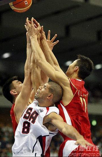 世锦赛图:中国队90-121美国队 姚联阻击巴蒂尔