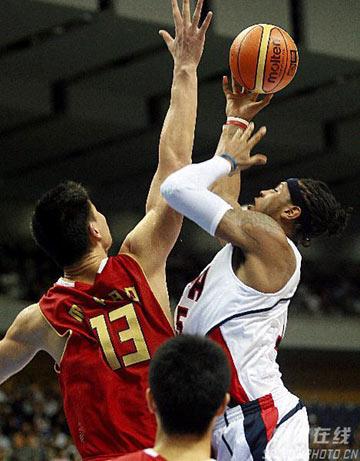世锦赛图:中国队90-121美国队 姚明封盖安东尼