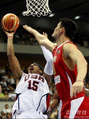 世锦赛图:中国队90-121美国队 安东尼突破上篮