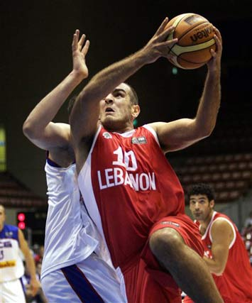 世锦赛图:塞黑104-57胜黎巴嫩 萨马哈突破上篮