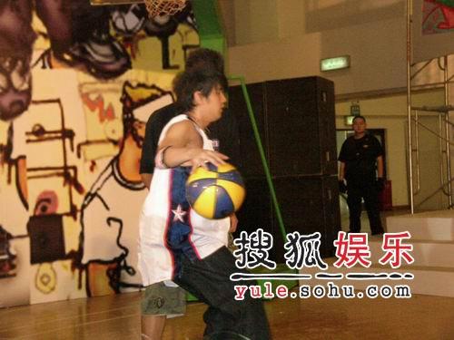 周杰伦期望与姚明同场竞技 喜欢运动美女(图)