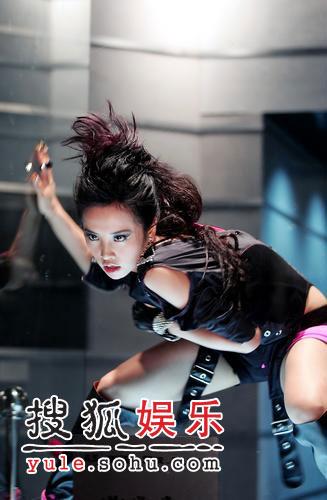 蔡依林玻璃屋里拍新歌MV 装扮酷似麦当娜(图)