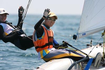 图文:青岛国际帆船赛练习赛 中国选手在比赛中