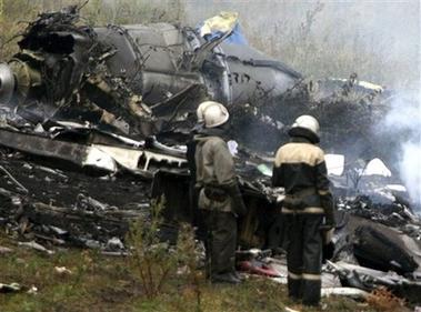 图文:俄罗斯图154客机坠机 抢救人员赶到现场