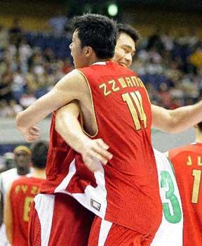 世锦赛图:中国VS塞内加尔 明郅组合欢庆胜利