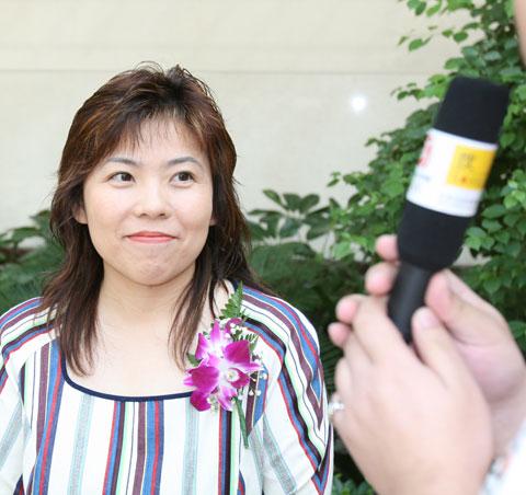 图文:搜狐携手中国亚运军团 邓亚萍接受采访