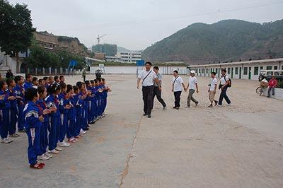 小队收集当地儿童心愿 希望好心人帮他们实现