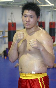 图文:世界杯武术散打赛 中国选手:杨明明