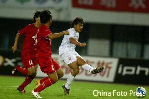图文:中超-联城2-1逆转长春 杜震宇进球瞬间