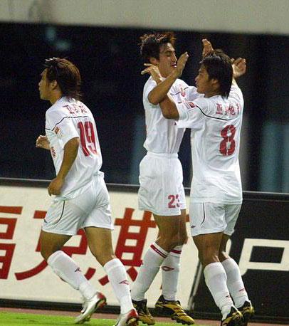 图文:联城2-1逆转亚泰 亚泰队员庆祝进球