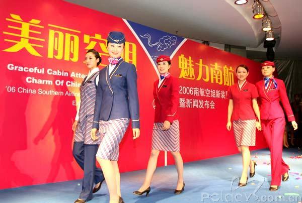 南航第4套空姐制服曝光 法国名师设计时尚大方