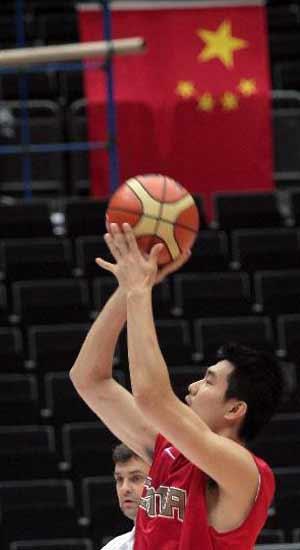 组图:中国男篮抵达崎玉首次训练 明郅信心十足