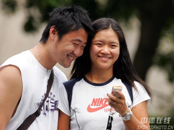 图文:女网一姐的幸福生活 与丈夫甜蜜异常