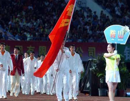 图文:辽宁省第十届运动会开幕 鞍山代表队出场