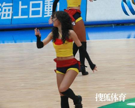 世锦赛图:法国VS安哥拉 美女啦啦队激情四射