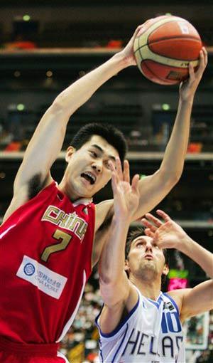 世锦赛图:中国半场不敌希腊 王仕鹏摘得篮板