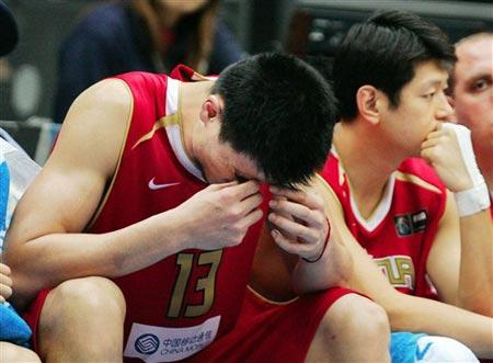 世锦赛图:中国64-95不敌希腊 姚明无奈失利