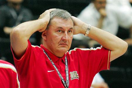 世锦赛图:中国64-95不敌希腊 尤纳斯满脸无奈