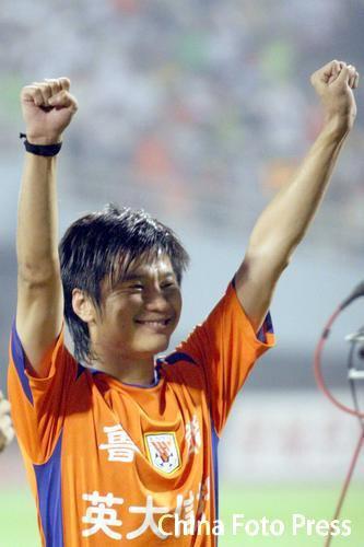 图文:鲁能击败国安提前6轮夺冠 大羽庆祝胜利