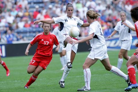 中国之队友谊赛:中国女足1-4不短美国女足