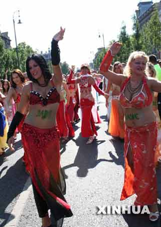 图文:布达佩斯狂欢节异彩纷呈 几十万民众观看